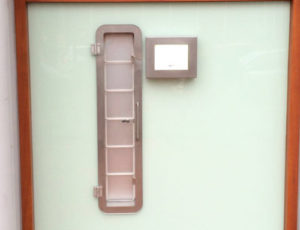Medicijnuitgifte Unit - Monitor met touchscreen-2
